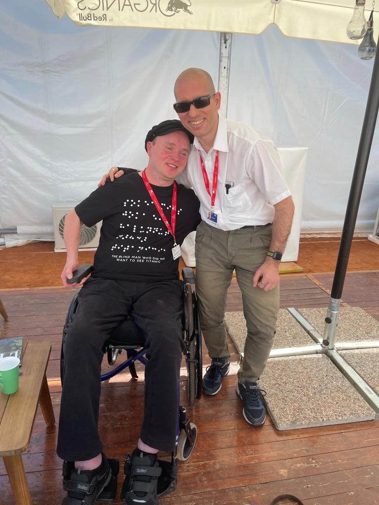 Roberto poses near Mister Poikolainen that wears a wonderfull T-shirt of his movie